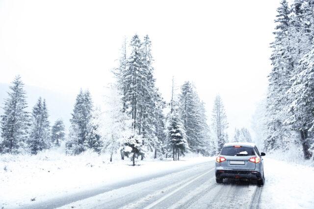 Bil og sne